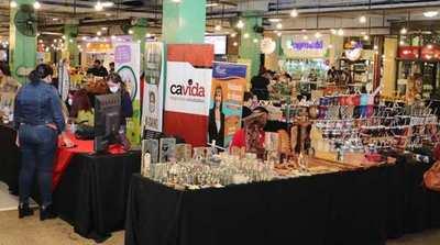 Feria de emprendedores se realiza en el Mariscal hasta las 21 horas
