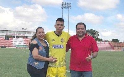 Crónica / CARLOS RAMÍREZ. Entre el fútbol, albañilería y la Facu