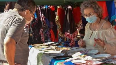 Artesanos promocionan sus productos en la Cadena Real
