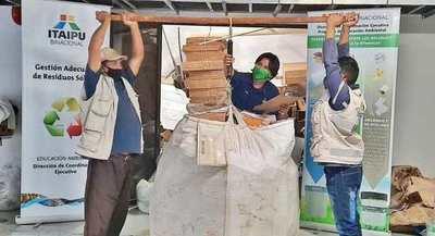 Recicladores del Barrio San Francisco recibieron 765 kilos de materiales de parte de ITAIPU