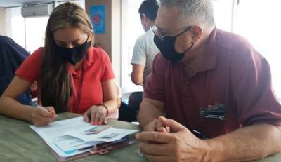 Correo Paraguayo garantizó la entrega de 1.152 tarjetas del BNF a adultos mayores de Capiatá
