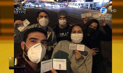Juventud copó vacunatorio del autódromo ex Aratirí