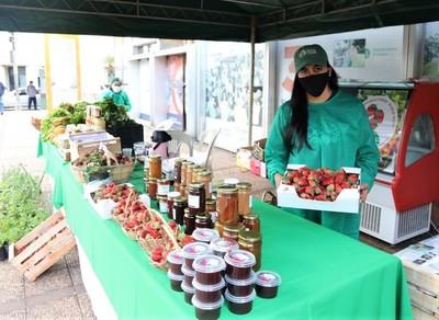 Productoras realizan feria de hortalizas y frutillas este miércoles y jueves en Asunción