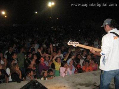 Multitudinaria fiesta azul en Capiatá