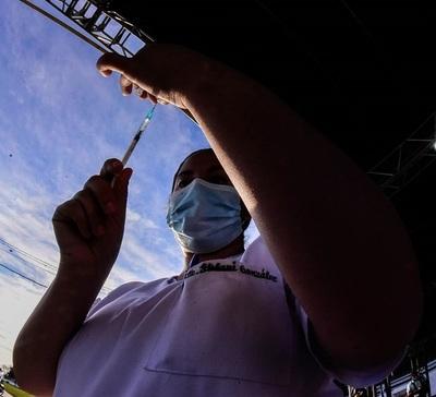 Esperan llegar a más de 15 mil vacunados en el vacunatorio del autódromo Víctor Rubén Dumot