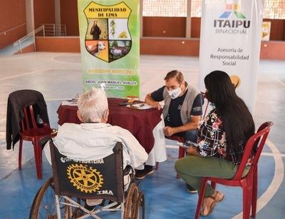 Entregan sillas de ruedas a personas con discapacidad de San Pedro y Boquerón