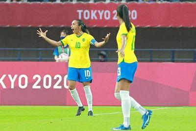 Marta dirige la exhibición de Brasil