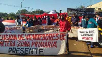 TRABAJADORES FRONTERIZOS LIBERAN RUTA PY01