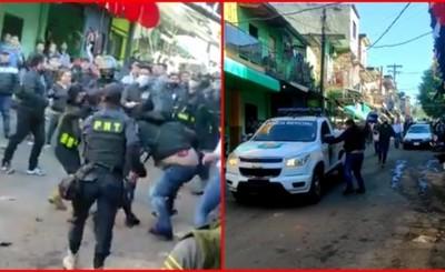 Agentes de la PMT son agredidos durante despeje de la vía pública