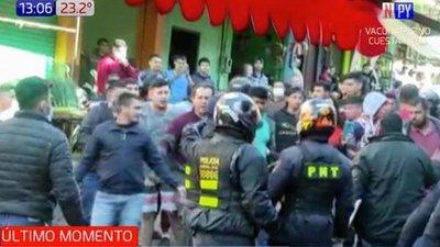Comerciantes agreden a policías de tránsito en CDE