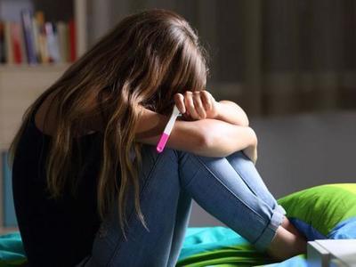 """""""Pifia"""" obligó al MEC a eliminar posteo sobre embarazo adolescente"""