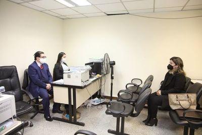 Fiscalía pide revocar medidas y ordenar captura del exfiscal Diaz Verón y su esposa
