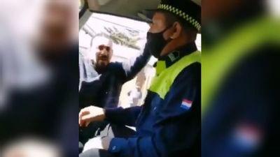 Conductor se agarró a golpes con zorros por llevar al corralón su auto