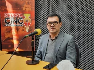 """""""Con ayuda de alumnos y docentes lograremos grandes proyectos para mejorar la educación"""", dice Elvio Chávez – Prensa 5"""