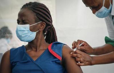 800 personas estafadas con vacunas falsas en Uganda