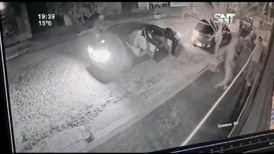 Violento asalto y robo de vehículo en Villa Elisa