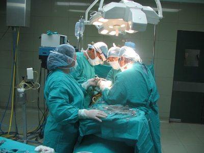 Niño recupera movilidad tras exitosa cirugía de unión de cráneo