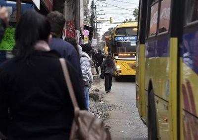 """""""Con esta ley se va a terminar el chantaje del transporte público, ya no más bolaterapia"""", dice senador Buzarquis"""