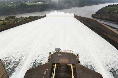 Plan de adelantar negociación sobre Itaipú se diluye, tras lapidario informe sobre deuda