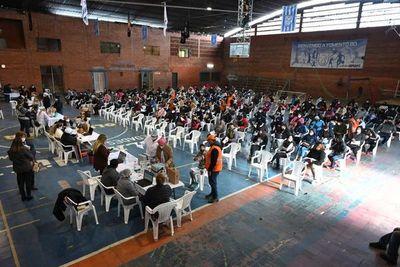 Alrededor de 100.000 jóvenes llenaron de entusiasmo el vacunatorio ex-Aratirí