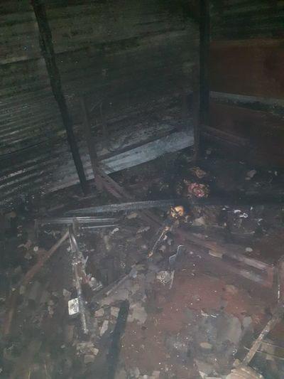 Indigente muere incinerado en su pequeña casita