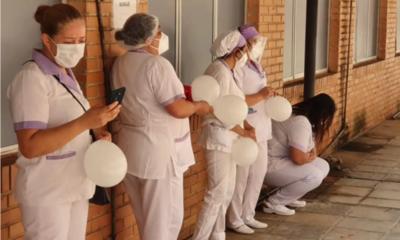 Tras vacunación disminuyeron casos graves de COVID-19 en personal de blanco, afirma gremio de enfermería