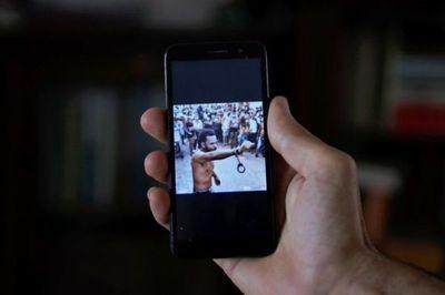 """Programas espía ven """"todo lo que muestra la pantalla"""" del teléfono"""