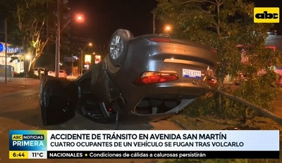 Abandonan automóvil tras vuelco sobre San Martín