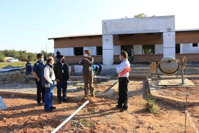 Progresa la construcción de 2 de las 18 USF que Itaipu financia en el Chaco