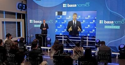 La Nación / No existe riesgo para un desequilibrio de la economía, afirman