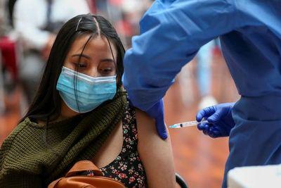 Salud aguarda inmunizar a 50.000 adolescentes con comorbilidades