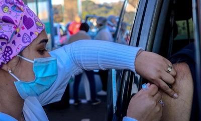 """""""Día A"""": adolescentes con enfermedades de base se vacunan este viernes"""