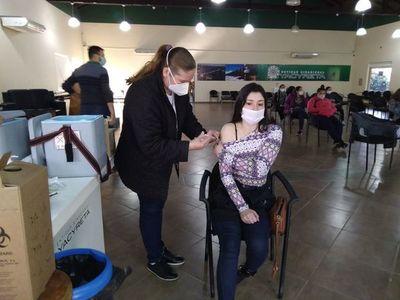Masiva concurrencia de jóvenes para inmunizarse en Ayolas