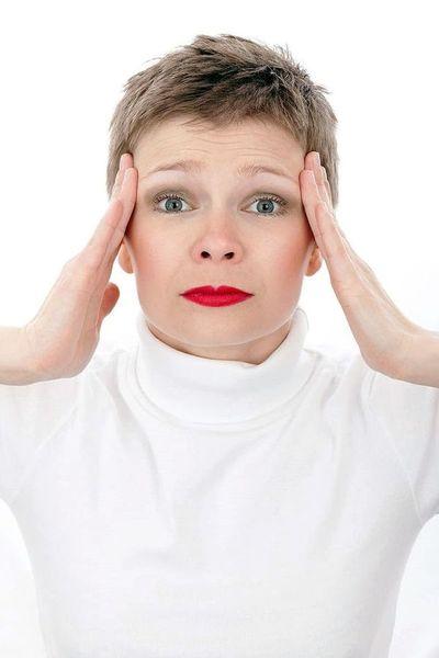 Dolor de cabeza y epilepsia, patologías neurológicas más frecuentes en mujeres
