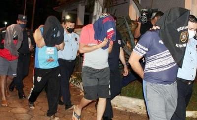 Policías que extorsionaron a brasileños en Torín son acusados