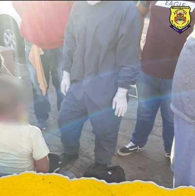 BOMBEROS ASISTIERON A NIÑO CAÍDO EN ALCANTARILLADO