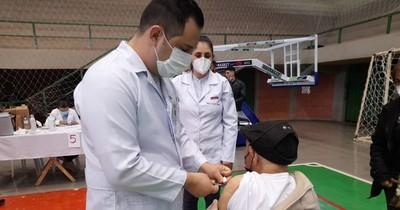 La Nación / CDE: donan hasta jeringas a Salud Pública para seguir vacunación