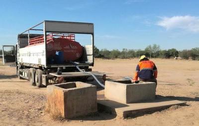Ante periodo de sequía, trabajan para proveer agua a pobladores del Chaco