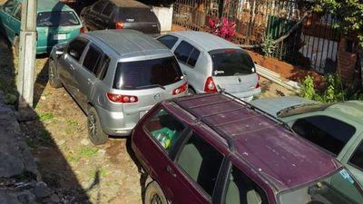 Lambaré: mecánico cerró calle entera para convertirla en taller