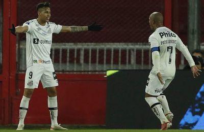 Santos elimina a Independiente y jugará en cuartos contra Libertad