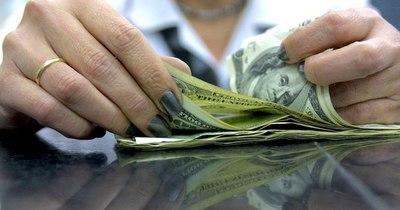 La Nación / Cotización del dólar superó la barrera de G. 6.900 mayorista