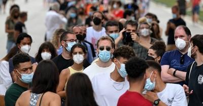 La Nación / La mitad de los adultos de Europa están vacunados contra el covid-19