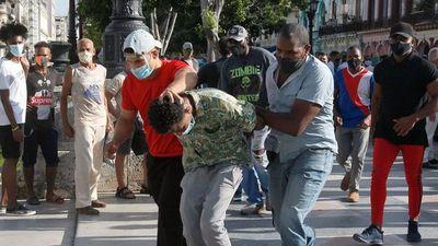 Biden pone mano dura y sanciona a militares cubanos por represión