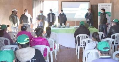 Capacitan en educación financiera a agricultores de Ytakyry