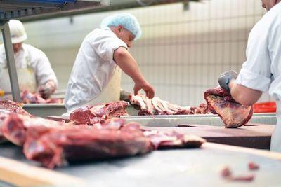 """Ministro defiende consumo y producción de carne: """"Que no nos metan cosas raras"""""""