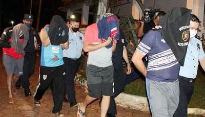 Policías que extorsionaron a brasileños en Torín son acusados e irán a juicio oral