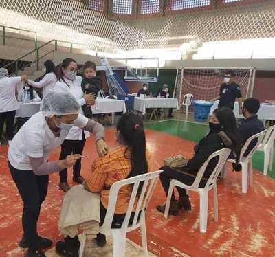 Con apoyo municipal vacunación es más fluida en polideportivo de CDE
