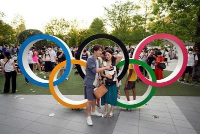 Los anillos olímpicos despiertan ilusión y rechazo en el día de la apertura
