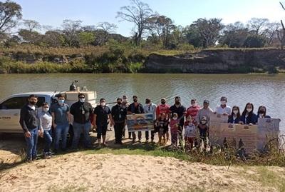 Siembran 3.000 peces juveniles para repoblar de pacú el río Tebicuary