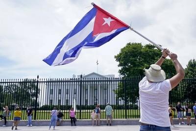 Biden anunció que está trabajando para dar acceso a internet a Cuba